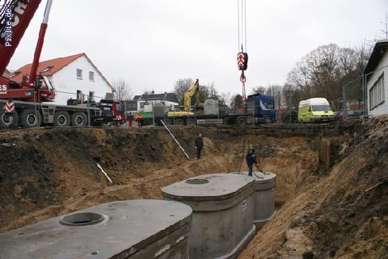 http://www.eurofiltrator.de/ueber_uns/cache/vs_75%20m3%20Regenwasserr%FCckhaltung%20mit%2025.000%20L%20Retentionszisternen_DSC01024.jpg